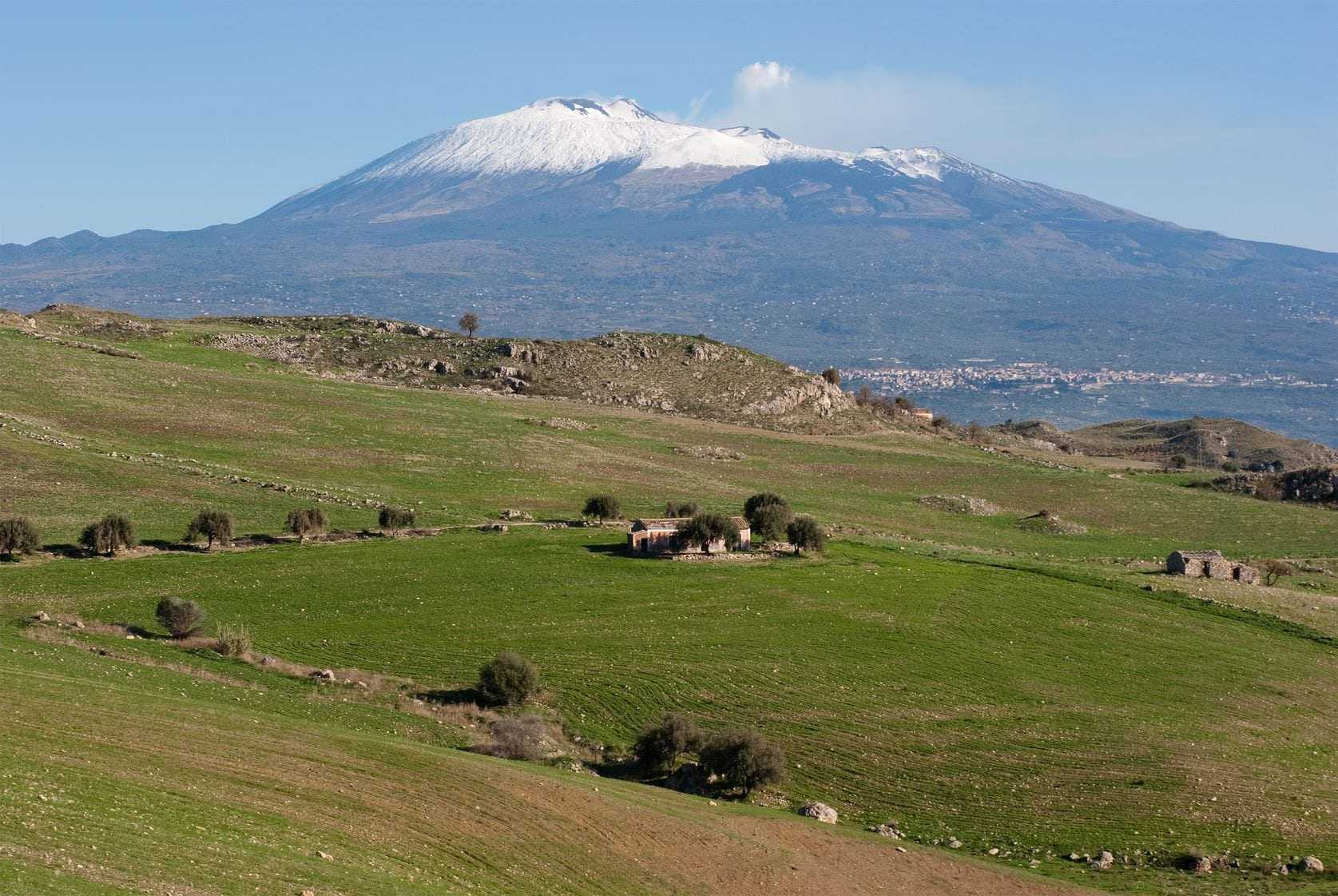 mount-etna-sicilys-gentle-giant-that-nourishes-olive-trees