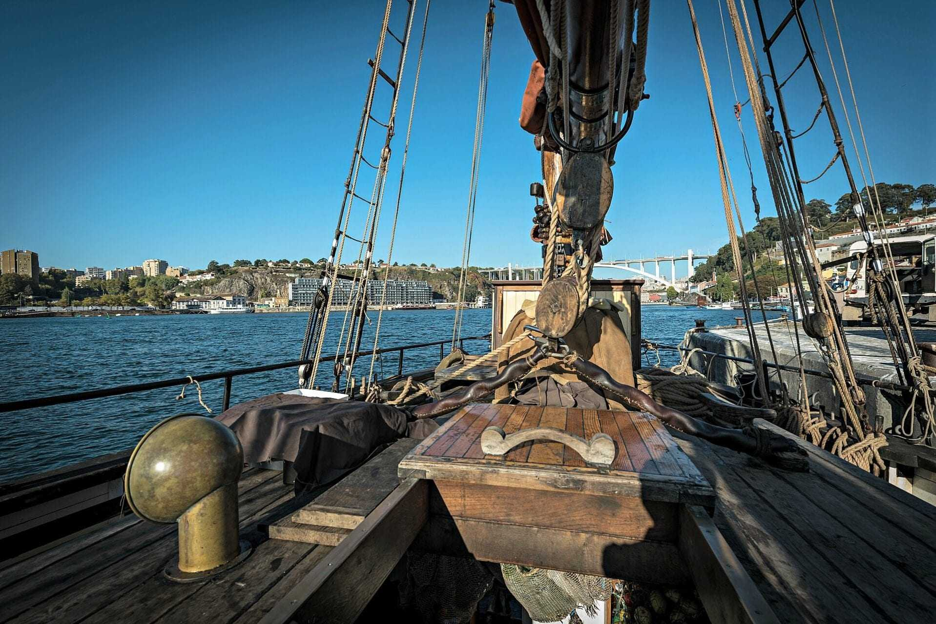 150yearold-sailboat-brings-olive-oil-from-portugal-to-britain