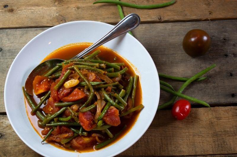 compote-de-haricots-verts-et-tomates-anciennes-huile-d'olive-fois-compote-de-haricots verts-et-tomates-anciennes-tomates