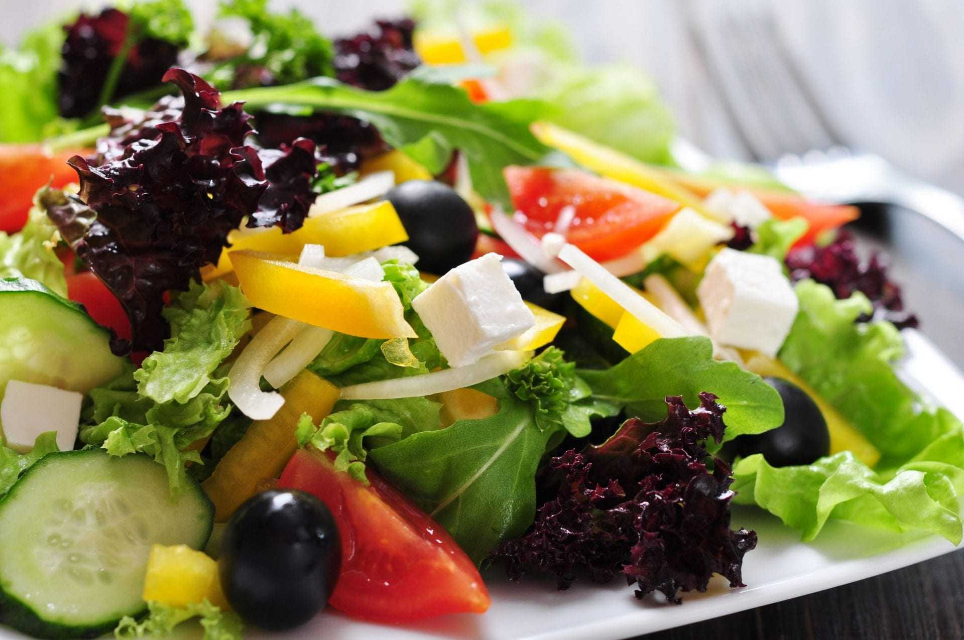 insalata-greca-è-trend-olio-d'oliva-tempi